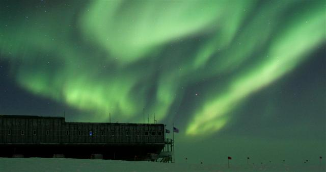 Aurora australis over the elevated station.