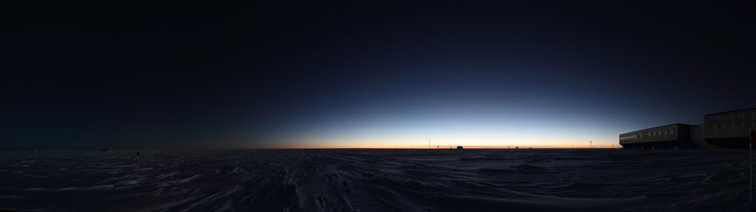 Amundsen-Scott South Pole Station after the sun has set.: www.southpole.aq/photos/atmosphere.html